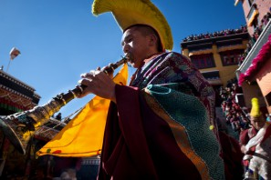 The dance of masks is accompanied by music played by monks using traditional tibetan instruments.